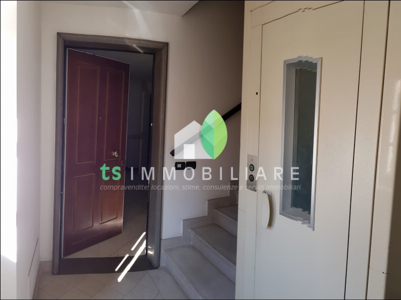 https://www.ts-immobiliare.comporta d'ingresso